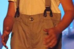 pantalon taupe à chevrons et bretelles (11)
